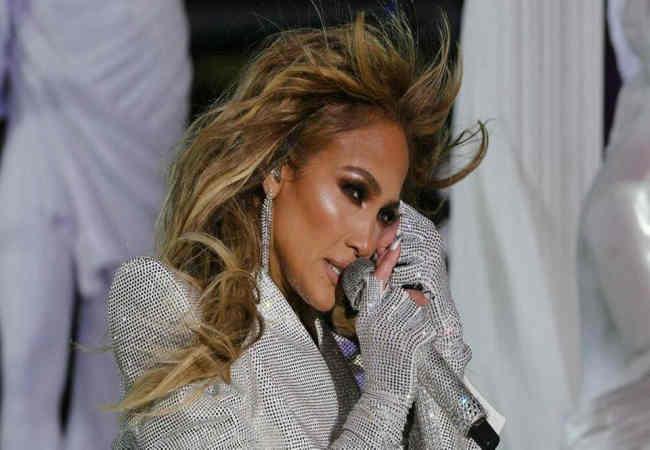 Jennifer Lopez 2021'e gözyaşlarıyla girdi