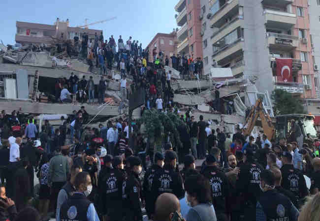 Egeyi kahreden deprem izmirde Analar agliyor