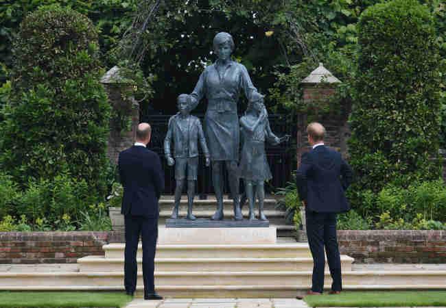 Diana heykeli icin hayranlar çok hayal kırıklığına uğradı