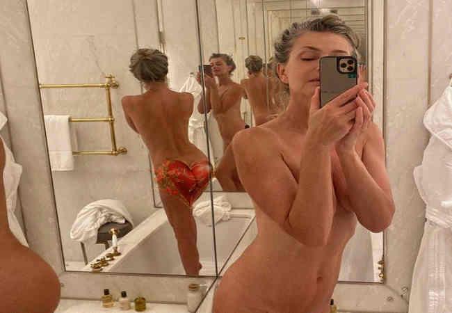 Paulina Porizkova ciplak Pozuyla sosyal medyayi salladi. Magazin haberler