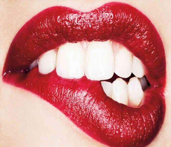Aşiklarin öpüşürken yaptiklari En kuralsiz Hatalar. Saglik haberler