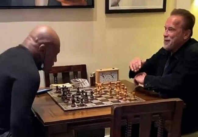 Düelloda,da kim yener Terminatör,mü Mike Tyson,mi?. Magazin haber